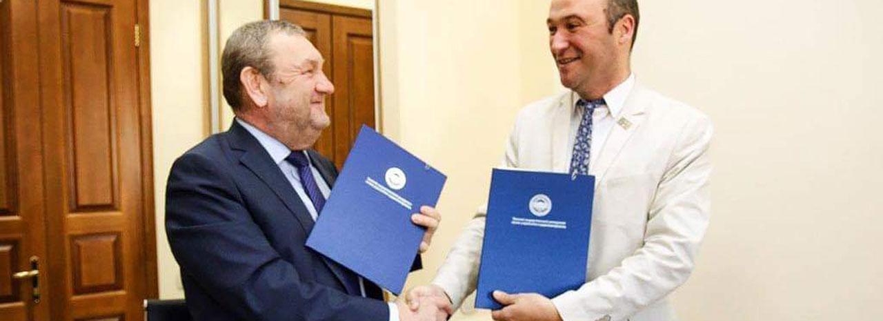 Signature d'une convention de double diplôme