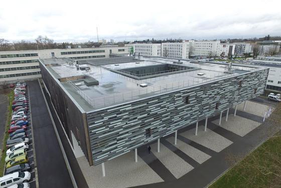 L'ENSEIRB-MATMECA bénéficie de locaux recents, d'une surface totale de 20 000 m²